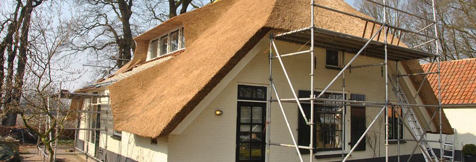 Nieuw rieten dak boerderij